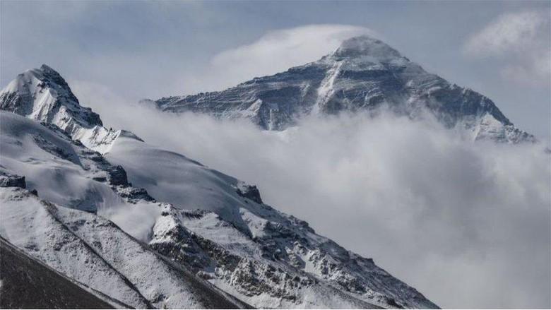 Covid-19 tak halangi tim asal China mendaki Everest untuk pastikan perbedaan ukuran tinggi