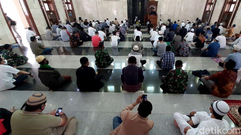 Warga Kota Bandung Mulai Besok Boleh Salat Jumat di Masjid
