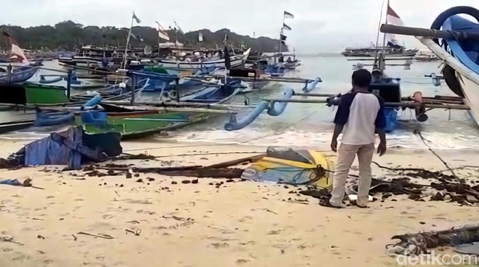 Nelayan di Sukabumi mengeluhkan tak punya dermaga saat tak melaut karena gelombang tinggi