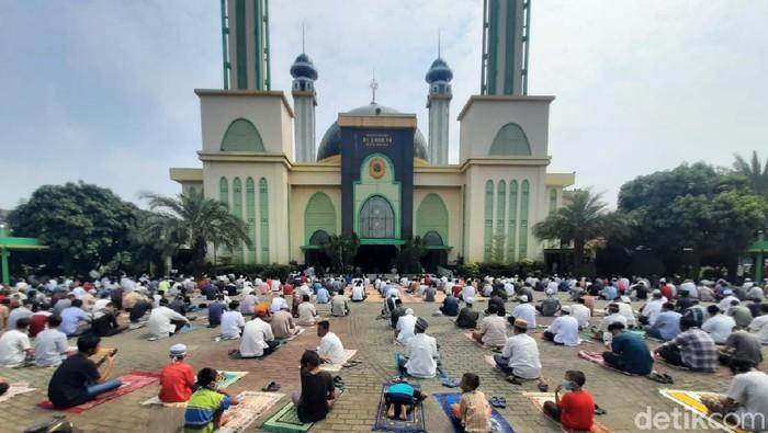 Salat Jumat di Masjid Agung Al Barkah Bekasi (Yogi E/detikcom)