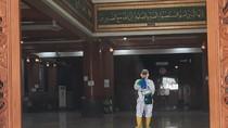 Usai Gelar Salat Jumat, Masjid Al Barkah Bekasi Disemprot Disinfektan