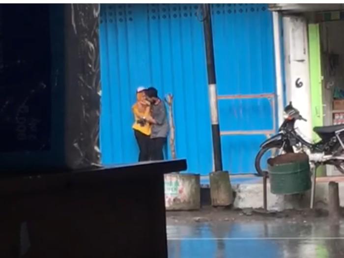 viral abg berciuman di banyuwangi