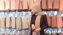 10 Warna Hijab yang Bikin Wajah Lebih Cerah