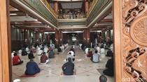 Suasana Salat Jumat di Masjid Agung Al Barkah Bekasi, Pakai Protokol COVID