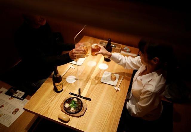 Pub di Jepang Pasang Mesin Disinfektan