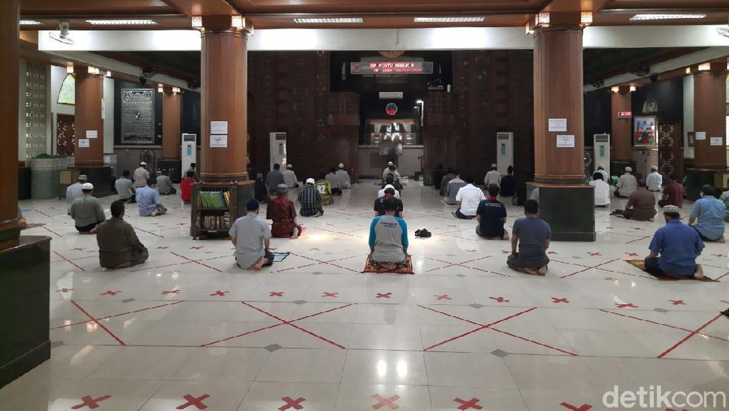 Masjid Al Barkah Bekasi Gelar Salat Berjemaah, Kapasitas Dibatasi 500 Orang