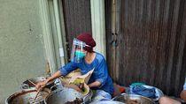 Penjual Gudeg di Yogya Juga Jualan Memakai Face Shield