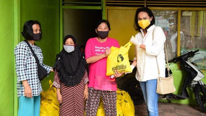 Anggota DPR Christina Aryani Salurkan Bantuan Penanganan Corona di Jakarta. (Foto: Istimewa)