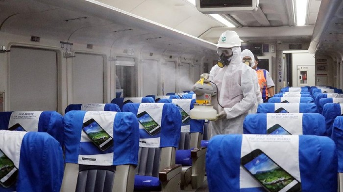 PT Kereta Api Indonesia (Persero) sudah menyiapkan pedoman New Normal dalam pelayanan kepada pelanggan baik pada bisnis angkutan penumpang dan barang.