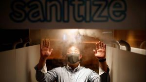 Buka Kembali, Pub di Jepang Pasang Mesin Semprotan Disinfektan