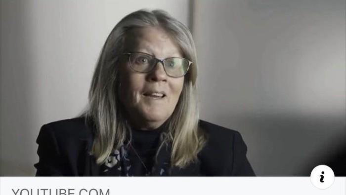 Meski rilis pada 4 Mei silam, film  Plandemic yang menampilkan seorang ilmuwan kontroversial, Dr Judy Mikovits, masih banyak dicari orang. Namun kali ini berbeda, orang-orang justru mengecek mengenai kebenaran dan kejanggalan yang ada dalam video tersebut.  Sebagai latar belakang, Plandemic dibuat oleh Mikki Willis yang merupakan produser film. Dari video ini, Dr Judy menjelaskan pandangannya mengenai COVID-19 yang ia yakini sebagai bagian dari konspirasi dan menyeret nama Dr Anthony Fauci hingga Bill Gates.