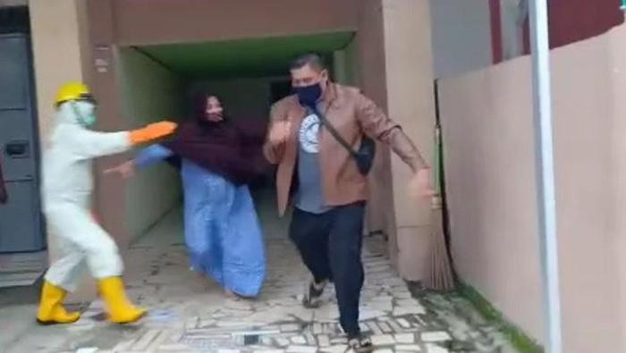 Keluarga pasien kejar salah seorang anggota kepolisian dari Polresta Mamuju