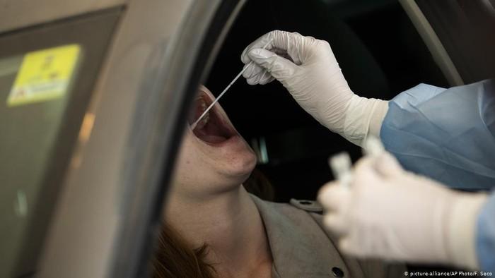 Robot Buatan Denmark Bantu Test Swab Virus Corona