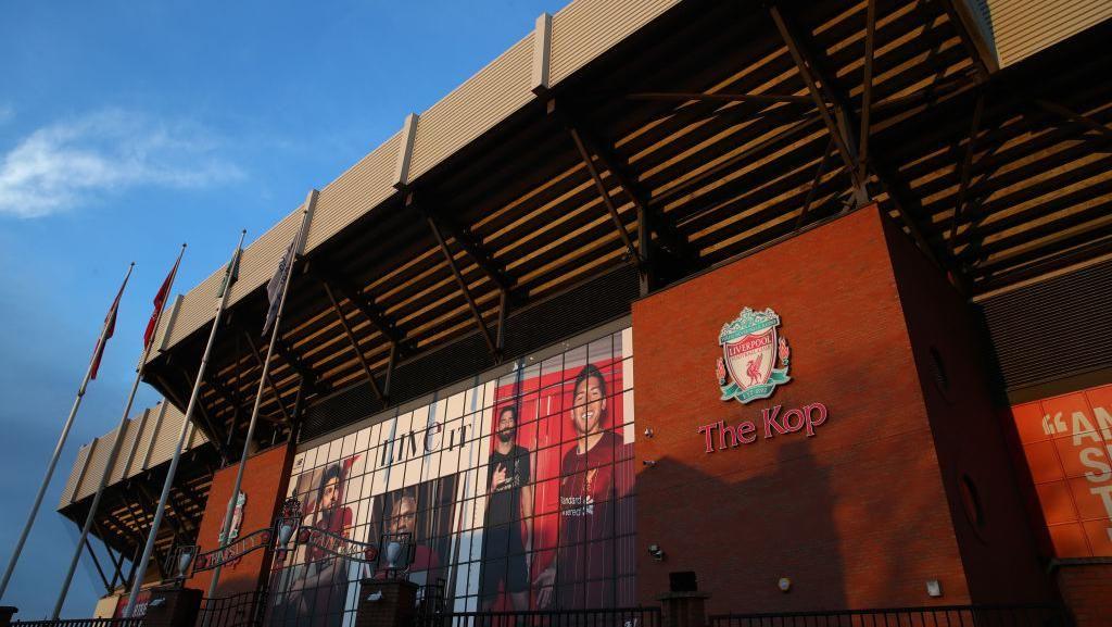 Skuad Liverpool Berlutut dan Serukan #BlackLivesMatter untuk George Floyd