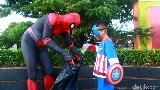 Senangnya Spider-Man Parepare, Anak-anak Ikut Bersihkan Sampah di Taman
