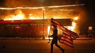 Hari Ketiga Kerusuhan di Minneapolis, Petugas Sibuk Padamkan Api