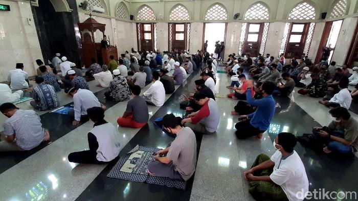 Pemerintah Kota Bogor untuk pertama kalinya menggelar salat Jumat di Masjid Baiturrahman. Wali Kota Bogor Bima Arya turut hadir dalam ibadah tersebut.