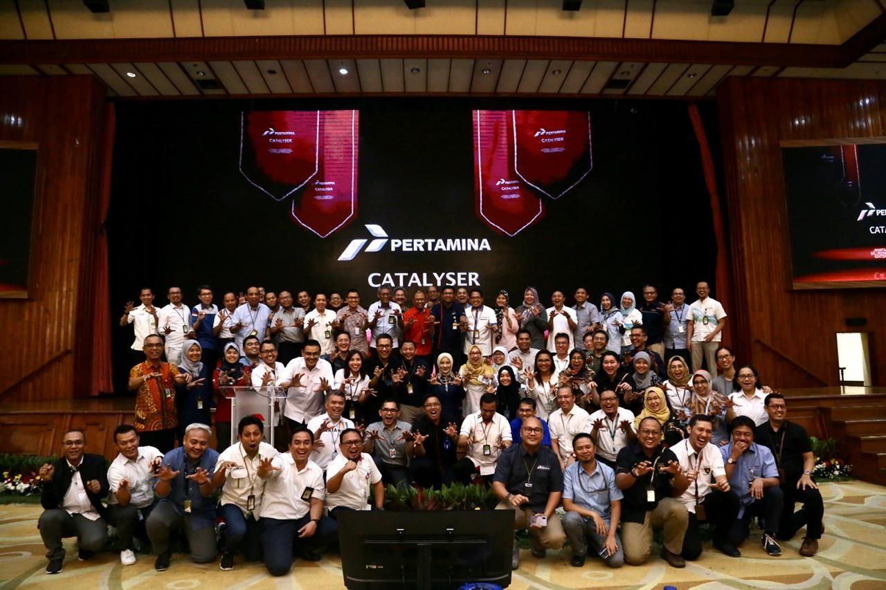 Direksi Pertamina dan peserta Catalyser, sebagai program akselerasi pengembangan kapabilitas kepemimpinan terbesar di kawasan Asia Tenggara pada acara penutupan tahun I Cohort I, Jakarta, 17 Oktober 2019. (Dok. Pertamina)