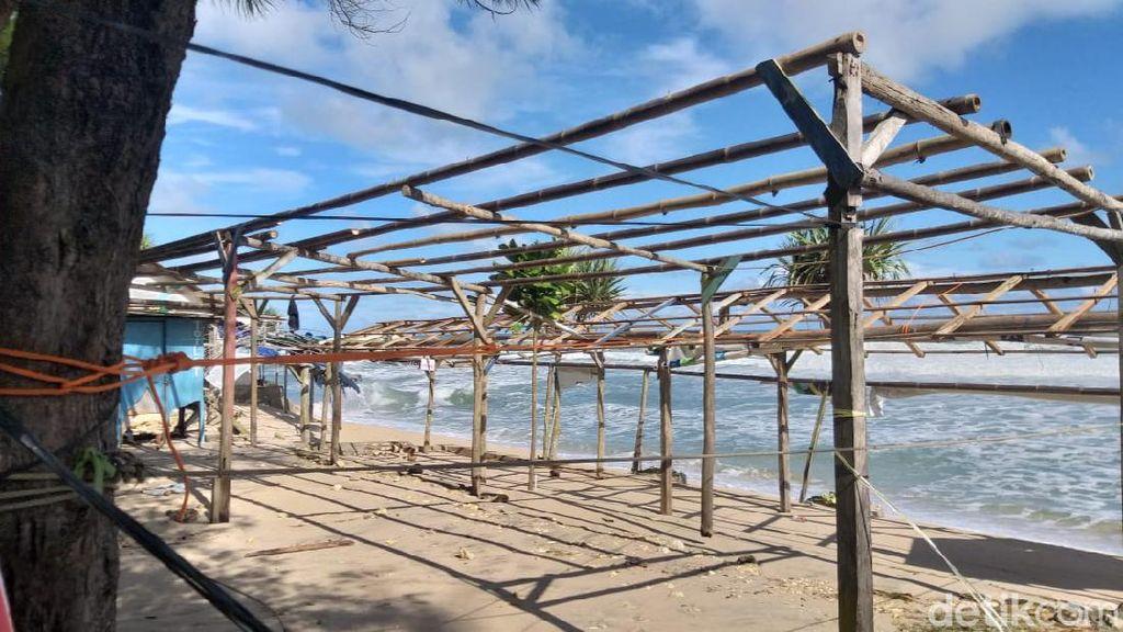 Gelombang Tinggi Hantam Pantai di Gunungkidul, Puluhan Bangunan Rusak