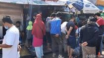 Pasar Hewan Jatinegara Masih Dipadati Warga, Imbauan Jaga Jarak Diabaikan