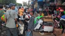 Pasar Gembrong Jaktim Padat Meski Ada PSBB, Pembeli Tak Jaga Jarak