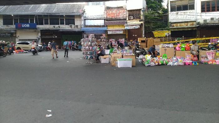 Pasar Asemka ramai pedagang saat PSBB