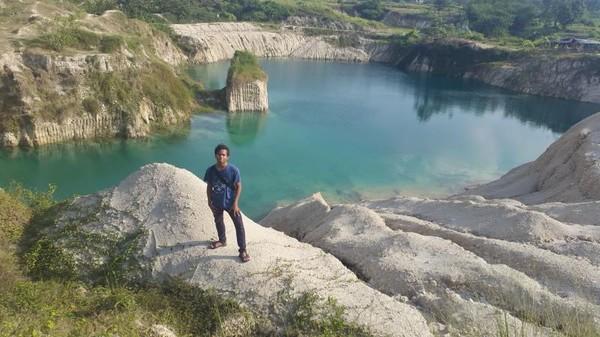 Tak hanya Belitung yang punya Danau Kaolin yang berwarna biru indah, Tangerang juga memiliki pesona indah Telaga Biru Cisoka. (gemabayu48/dTraveler)
