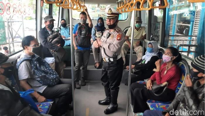 Polisi memberi imbauan kepada pengguna TransJ