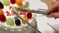 Begini Cara Praktis Potong Kue Ultah Pakai Penjepit Makanan