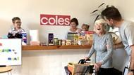 Sudah Pikun, Nenek Ini Dibuatkan Supermarket di Rumah Oleh Keluarganya
