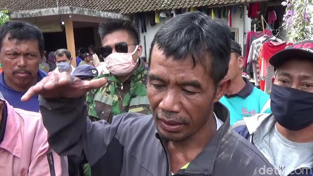 Aksi Heroik Pria Berenang Evakuasi Jenazah Temannya di Danau Kawah Ijen