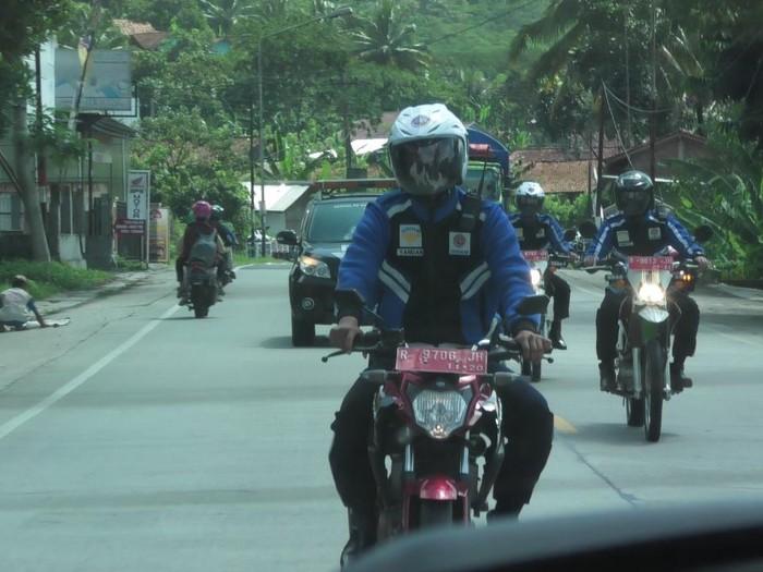 Tim motor pemburu warga tak bermasker di Banyumas, Sabtu (30/5/2020).