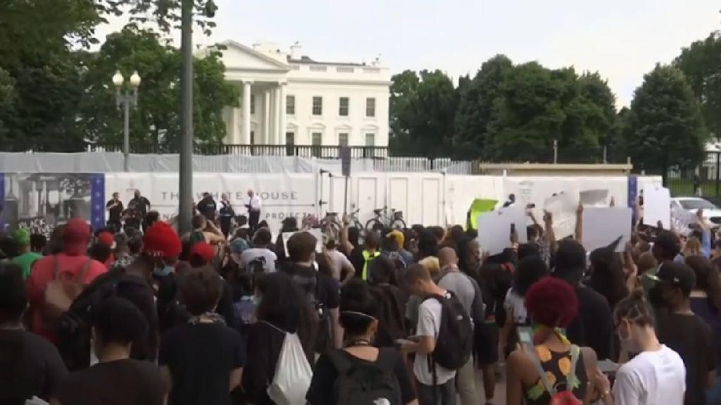 Warga AS Protes Kematian George Floyd hingga ke Gedung Putih