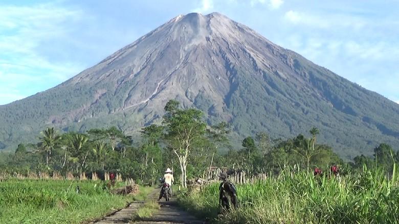 gunung semeru di lumajang