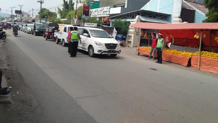 Polisi putar balik ribuan kendaraan yang hendak berwisata ke Anyer.