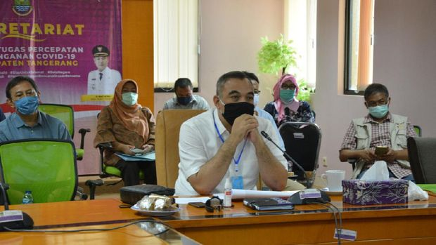 Bupati Tangerang, Ahmed Zaki Iskandar mengikuti rapat dengan Forkopimda Banten, Sabtu (30/5/2020).