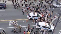 Mobil Polisi NYPD Seruduk Belasan Demonstran George Floyd