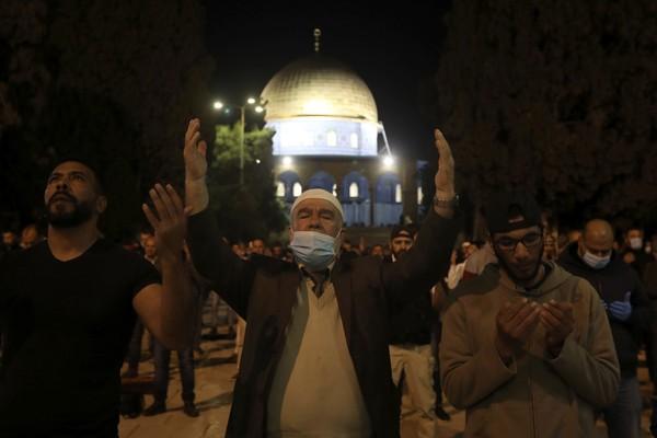 Umat Islam menyakini Masjid Al-Aqsa sebagai tempat Nabi Muhammad SAW naik ke surga dalam Isra Miraj. (Foto: AP/Mahmoud Illean)