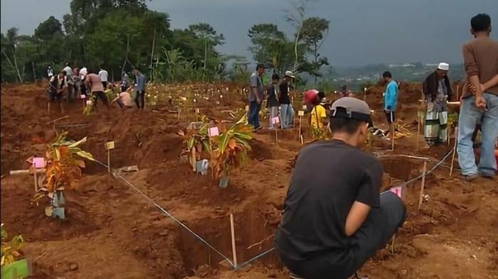 Ratusan makam di Sukabumi dipindahkan karena terdampak proyek tol Bocimi