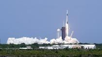 Momen Bersejarah Peluncuran Roket SpaceX di Florida