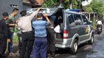 Terbangkan Balon Udara, Warga Kucing-kucingan dengan Polisi