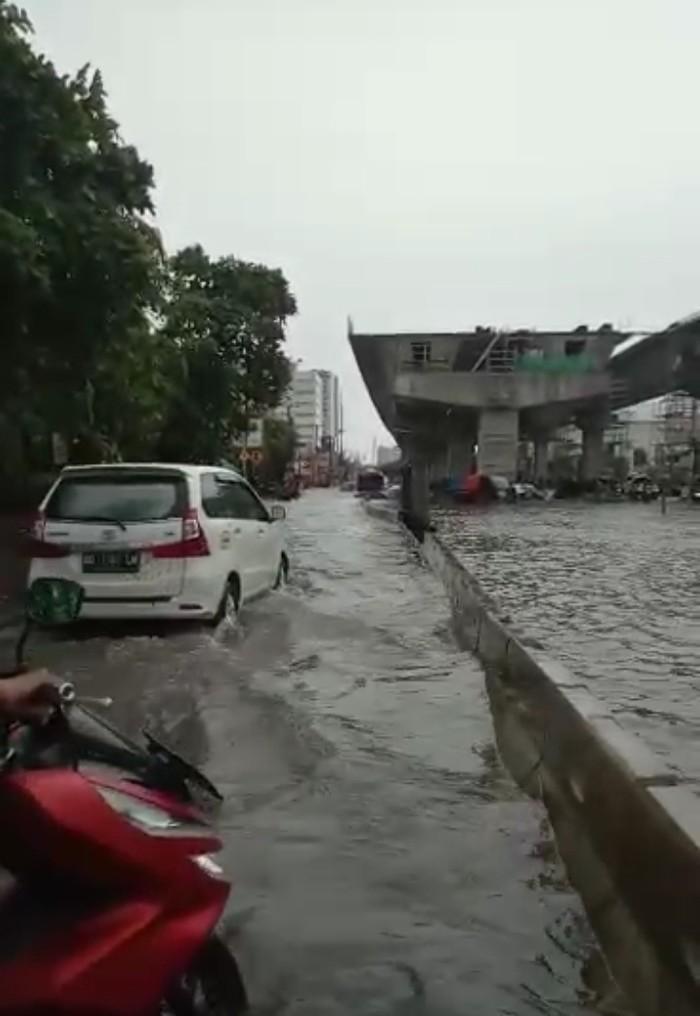Banjir di Jalan AP Pettarani, Kota Makassar