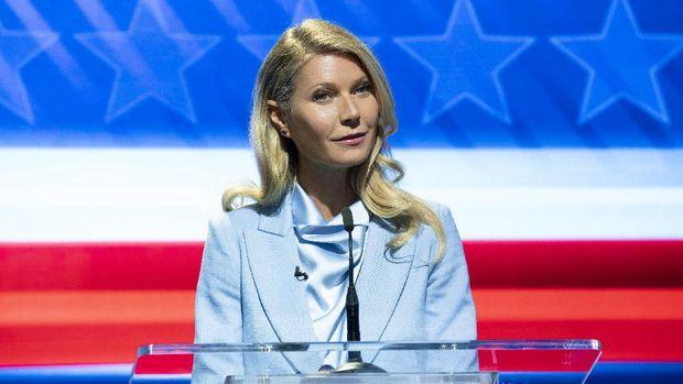 THE POLITICIAN GWYNETH PALTROW as GEORGINA HOBART in episode 1 of THE POLITICIAN. Cr. NICOLE RIVELLI/NETFLIX  2020