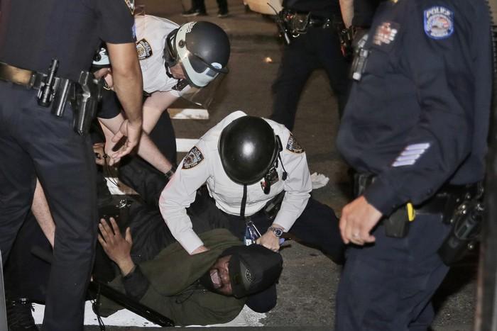 Aksi protes atas kematian George Floyd meluas hampir di seluruh Amerika Serikat. Begini potret demo memprotes pembunuhan Floyd oleh polisi diberbagai tempat.