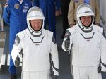 Mengenal Dua Astronaut yang Terbang Pakai Roket SpaceX