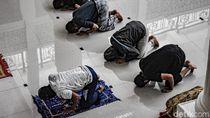 Hukum Salat Jamaah Safnya Tak Rapat Karena Pandemi Menurut MUI DKI