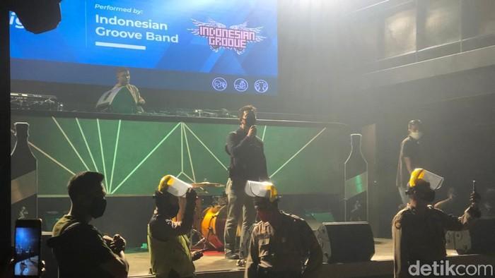 Pengunjung bar di Medan dibubarkan polisi