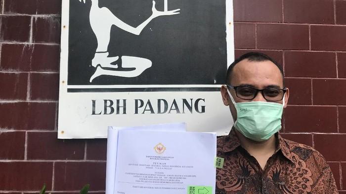 Alde Maulana yang batal dilantik PNS mengadu ke LBH Padang