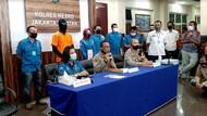 Penampakan Dwi Sasono Berbaju Tahanan