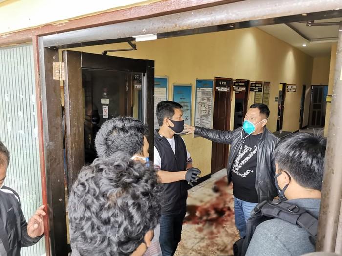 Kapolda Kalsel Irjen Nico Afinta Cek TKP Polsek Daha yang Diserang Teroris